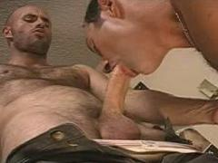 Libidinous Gay Bear Couple Does A Quick Dick-Sucking Forepla...