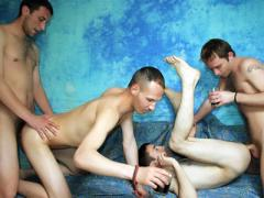 Gay Gives Handjob & Assfucking In 4some Movies