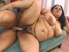 Fucking A Plumper With Big Nipples And Hairy Pussy