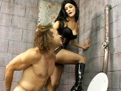 Mistress Leah Wilde Bounds Her Malesub And Humiliate Him By Making Him Stick His Head In A