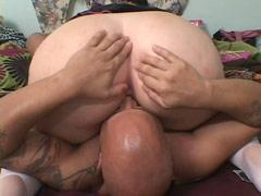 Dude Eats Fattys Hole While Shes Blowing His Rod
