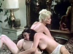 Two Sexy Horny Blondes Performing In A Hot Retro Threesome
